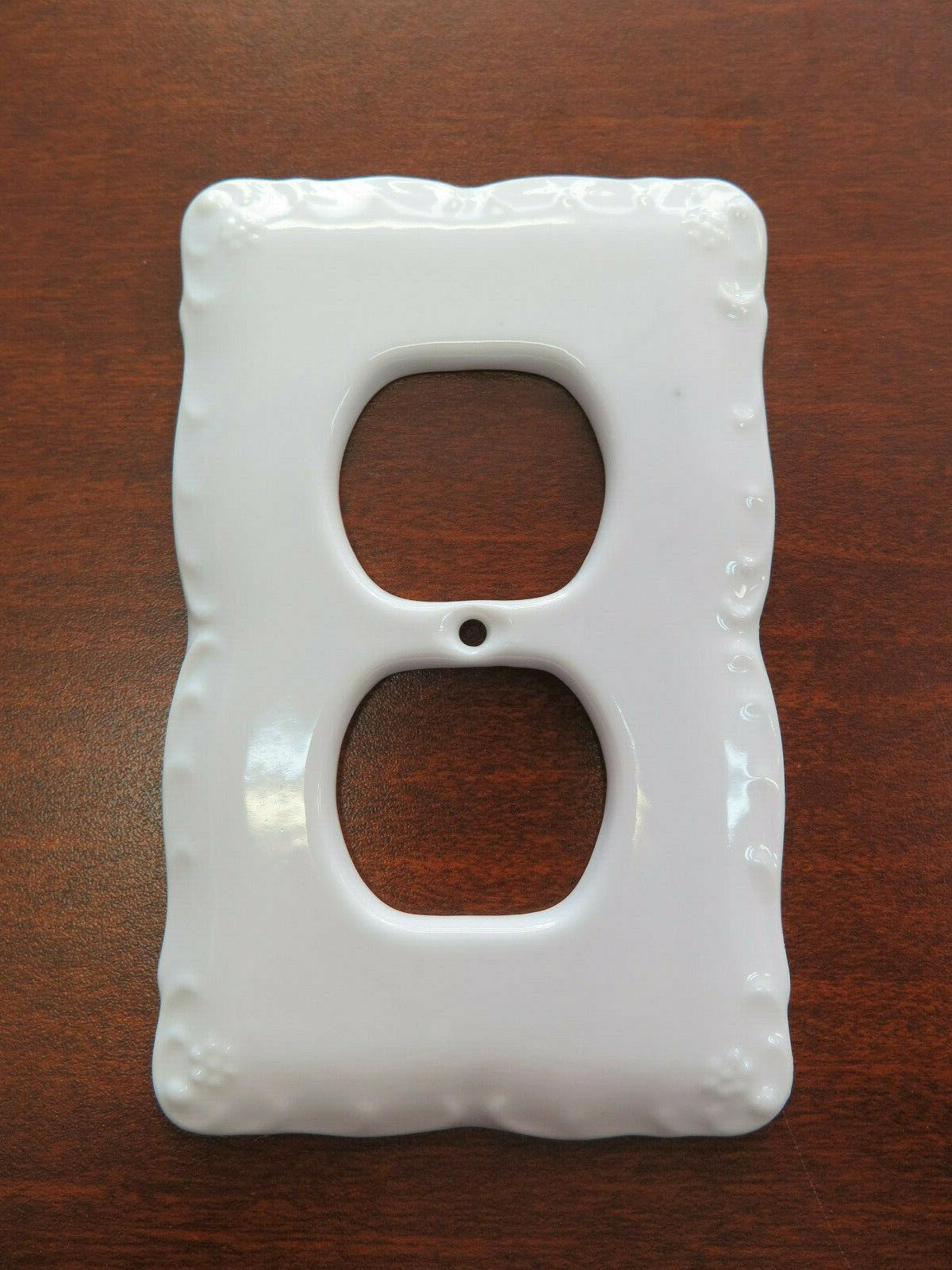 SINGLE WHITE PLATE OUTLET PLUG IN CERAMIC